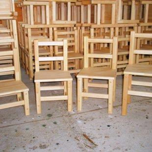 Dažāda izmēra priedes koka bērnu krēsliņi. Uz pasūtījuma!