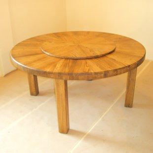 Ozolkoka galds ar rotējošu vidusdaļu